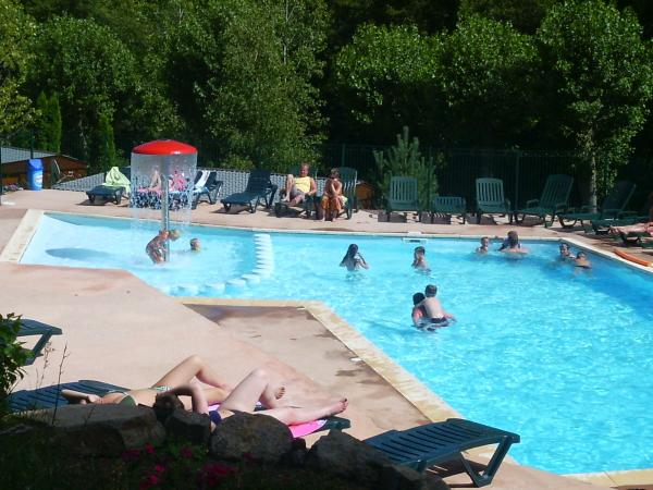 Piscine chauffée + pataugeoire camping auvergne - Lac Chambon